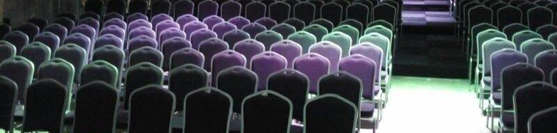 Champagne stoelen gehuurd voor presentatie bij Accuraat Verhuur